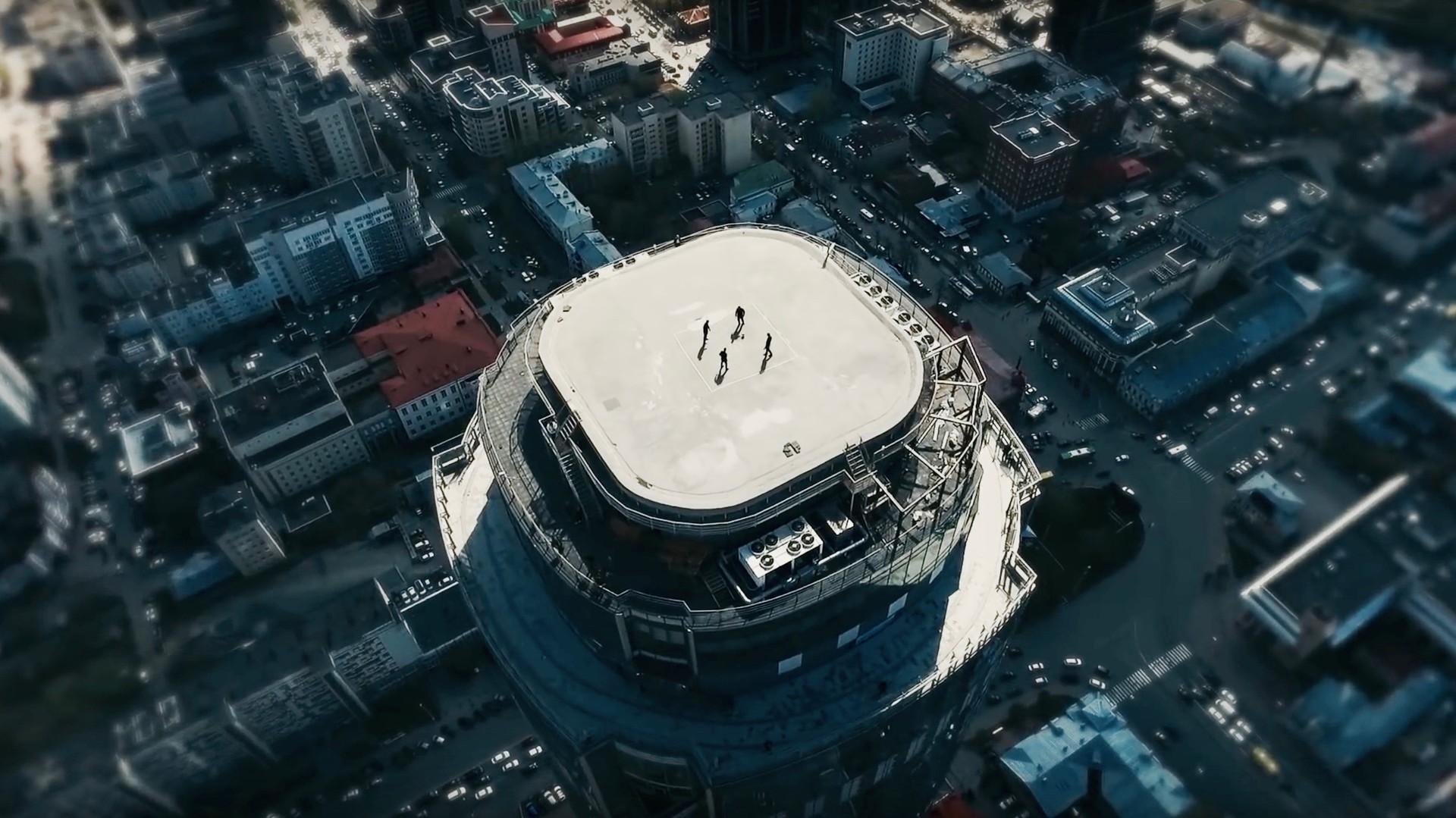 «Давай поженимся» Шараповой и футбол на крыше небоскрёба: околоспортивные события недели