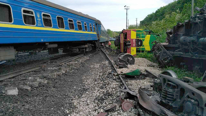 На Украине столкнулись пассажирский и грузовой поезда