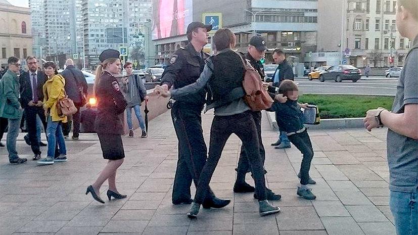 Принц или нищий: МВД проверит задержание мальчика, который читал «Гамлета» на Арбате