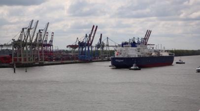 Первый в мире ледовый танкер-газовоз вошёл в порт Гамбурга