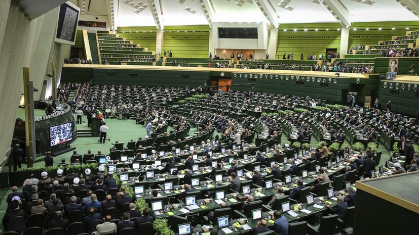 СМИ сообщили о заложниках в здании парламента Ирана