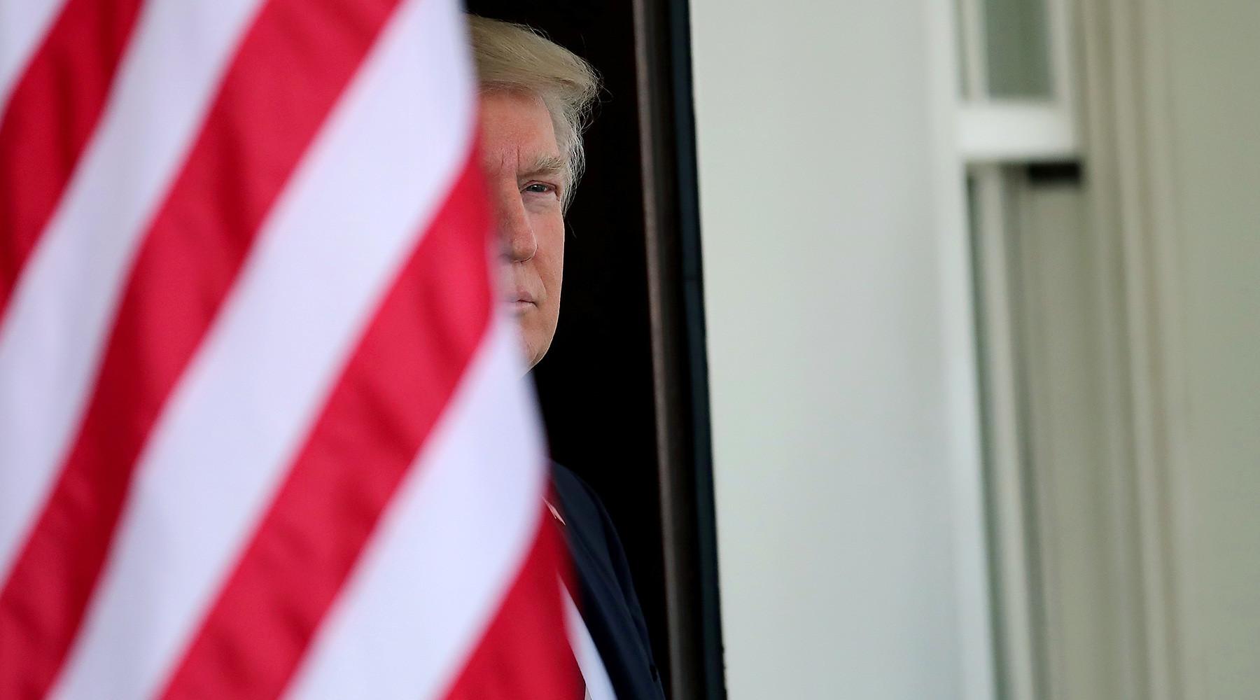 Трампа могут обязать отчитываться о секретных разговорах с зарубежными странами