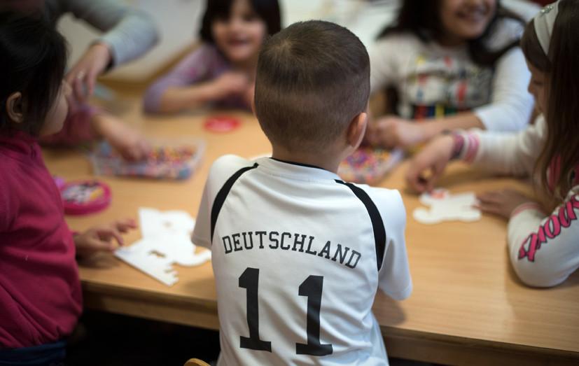 Тотальный контроль: глава МВД Баварии предложил следить за детьми для предотвращения терактов