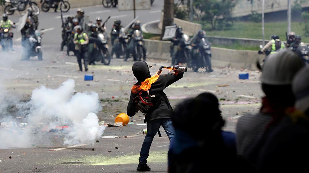 Бывшая ведущая RT Эбби Мартин рассказала о протестах в Венесуэле и угрозах оппозиции