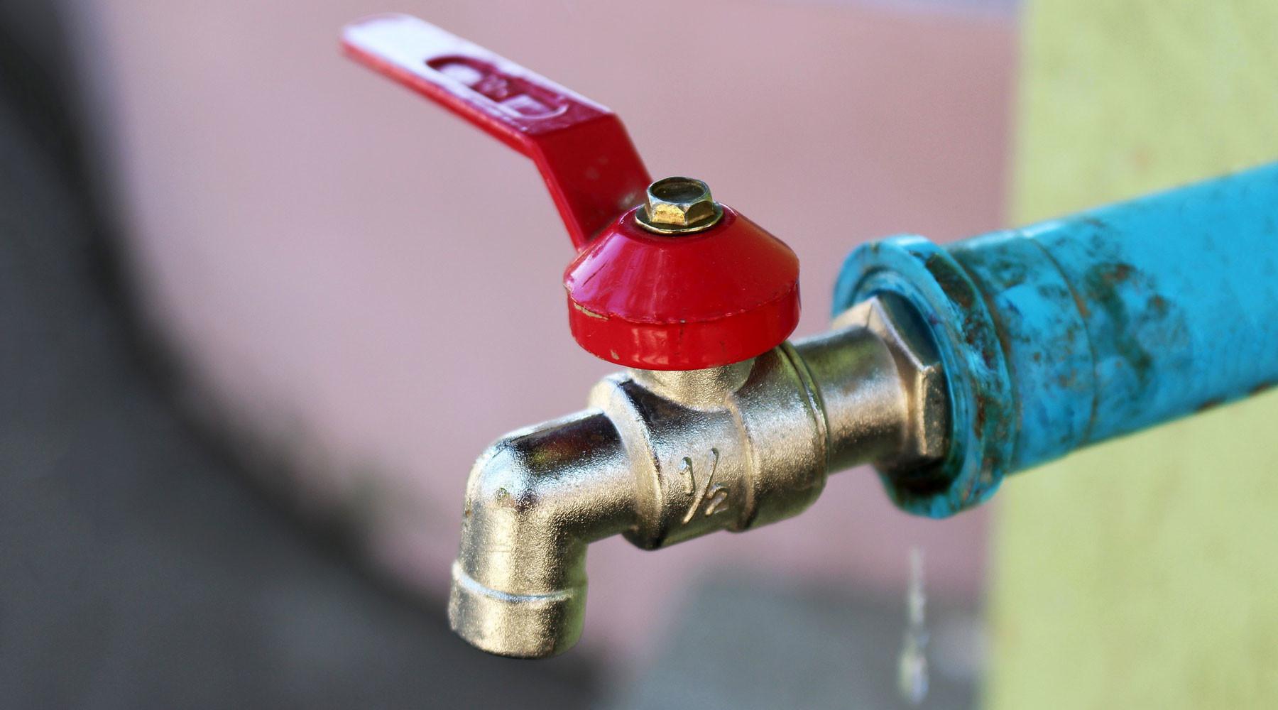 Неподъёмный кран: почему половина Киева может остаться без горячей воды до октября