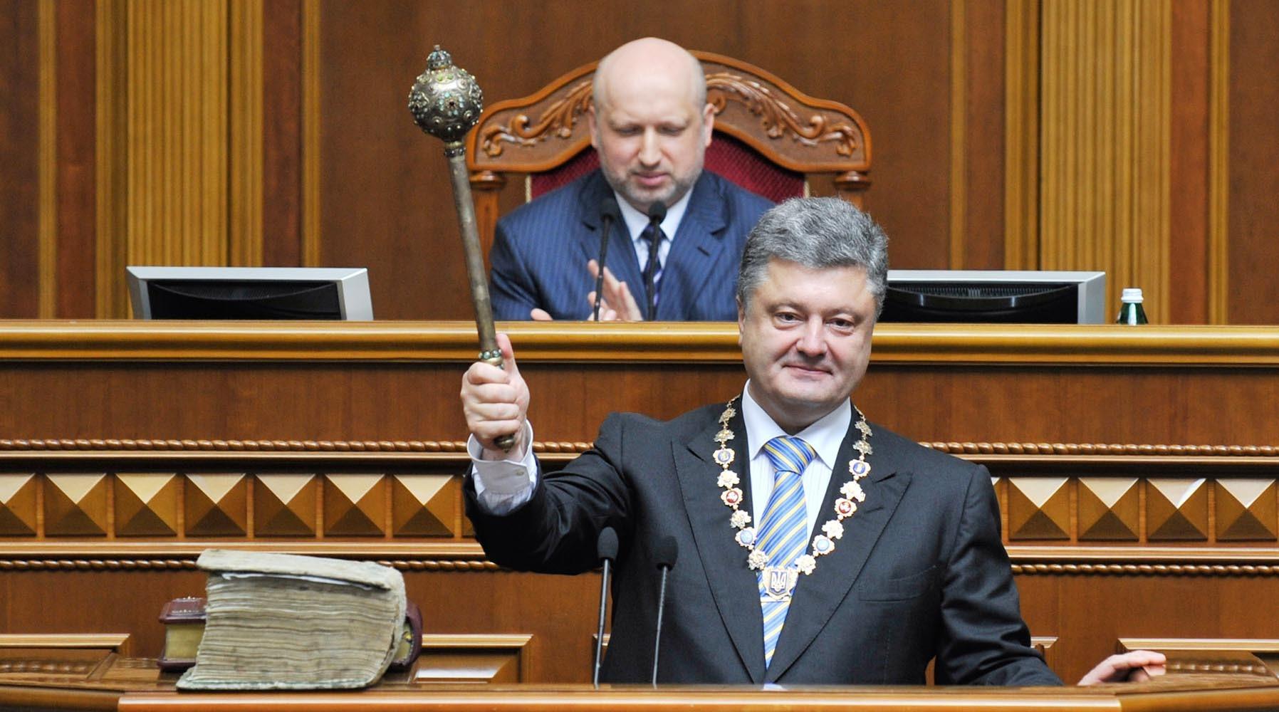 «Повышение ставок»: почему Украина готова прервать режим АТО в Донбассе и ввести военное положение
