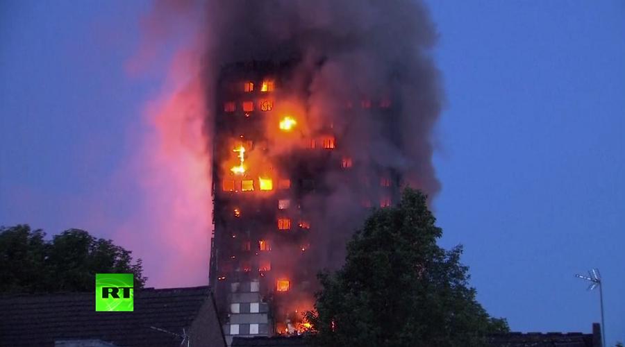 В Лондоне люди оказались в огненной ловушке загоревшегося 24-этажного дома