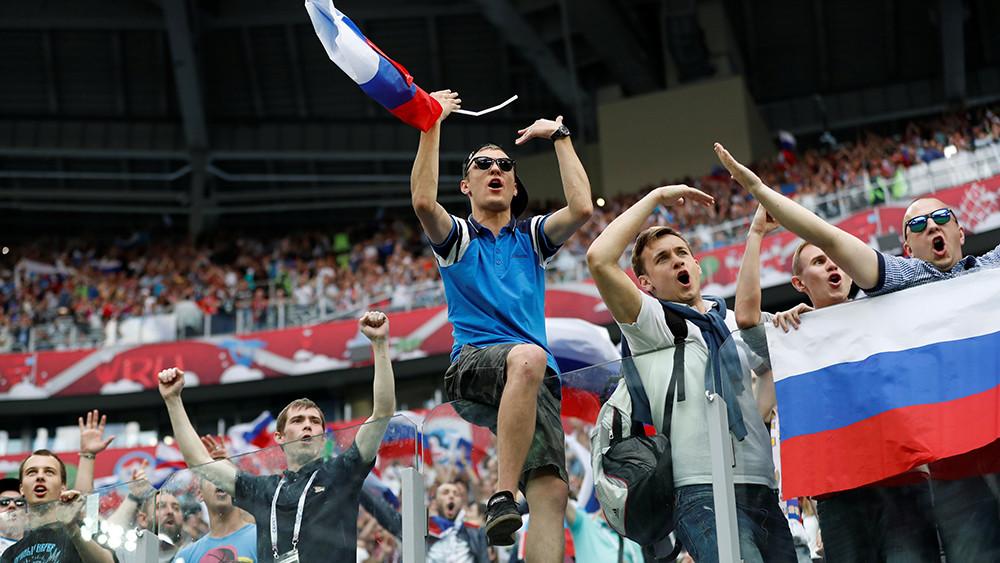 «СМИ доходят до истерии»: бывший британский футбольный хулиган об образе российских фанатов на Западе