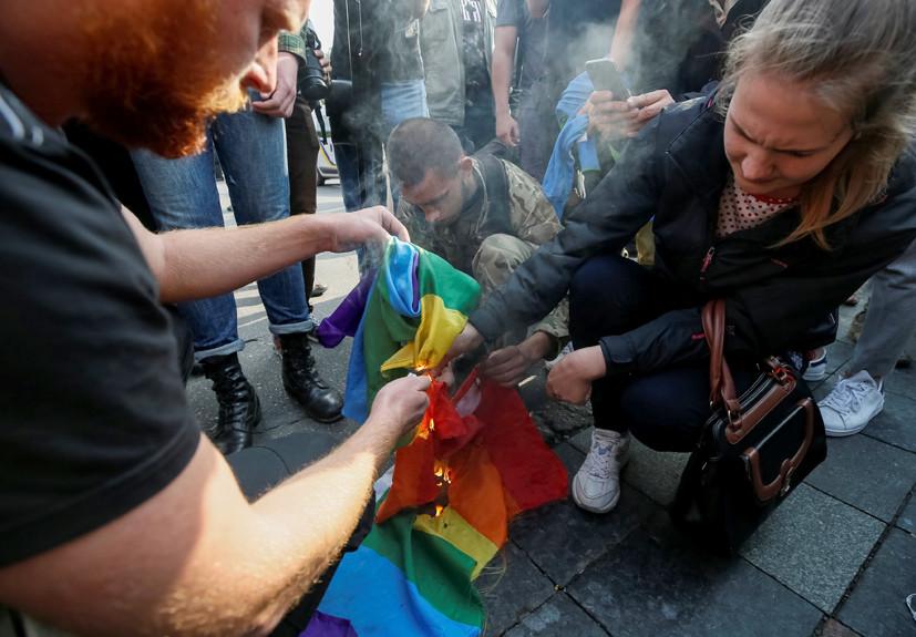 Полиция решила что данный символ сексуальных меньшинств