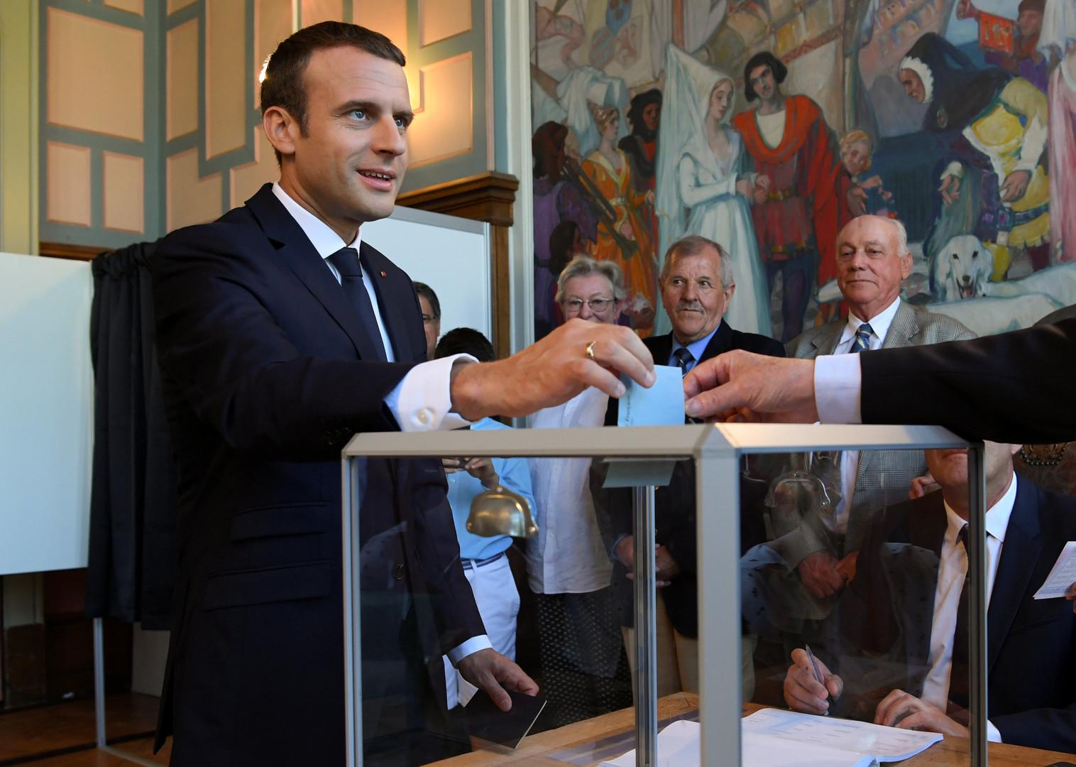 Президентская победа: партия Макрона завоевала большинство мест в парламенте Франции