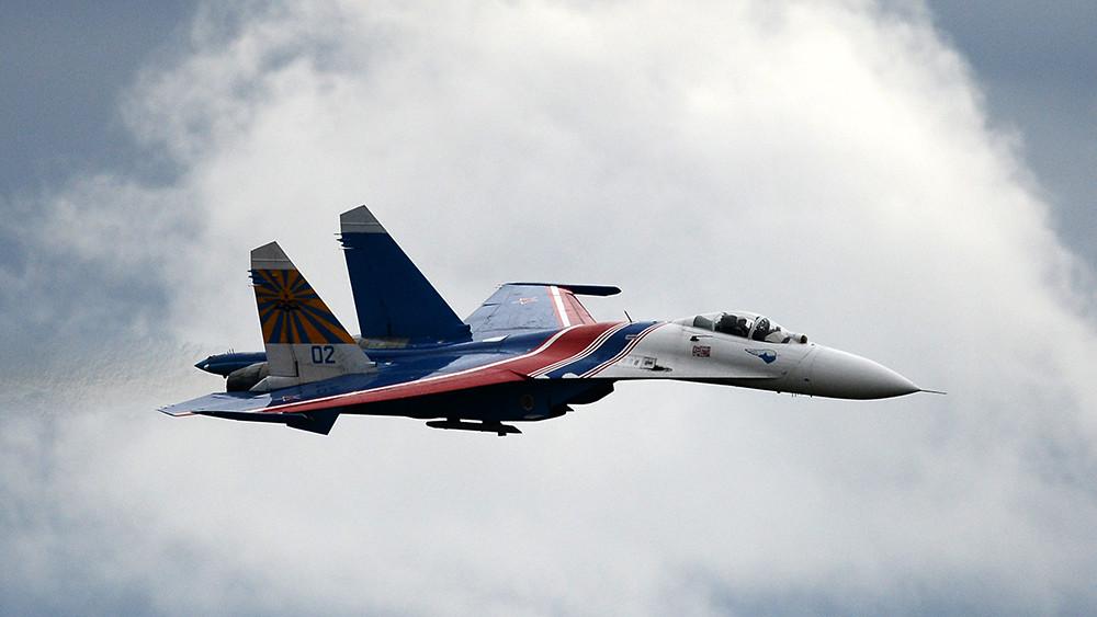 Су-27 пресёк попытку истребителя НАТО приблизиться к самолёту Шойгу над Балтикой