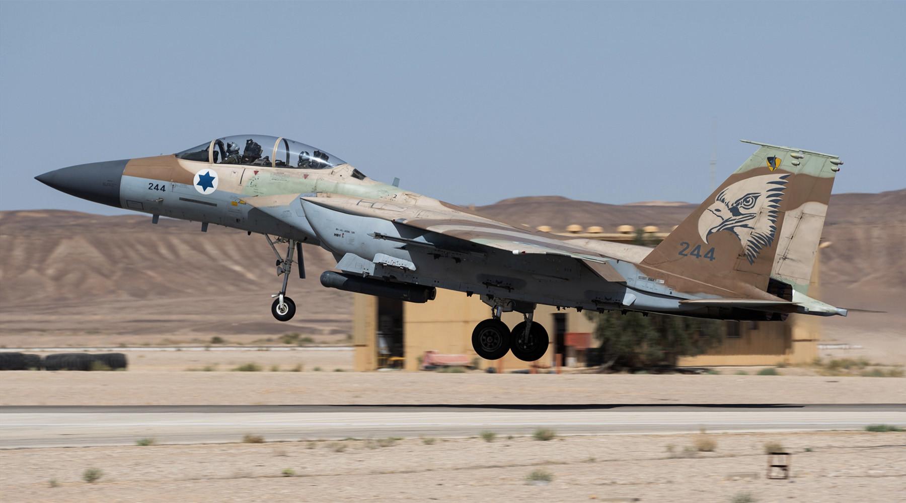 ВВС Израиля нанесла удар по сирийским войскам на Голанских высотах