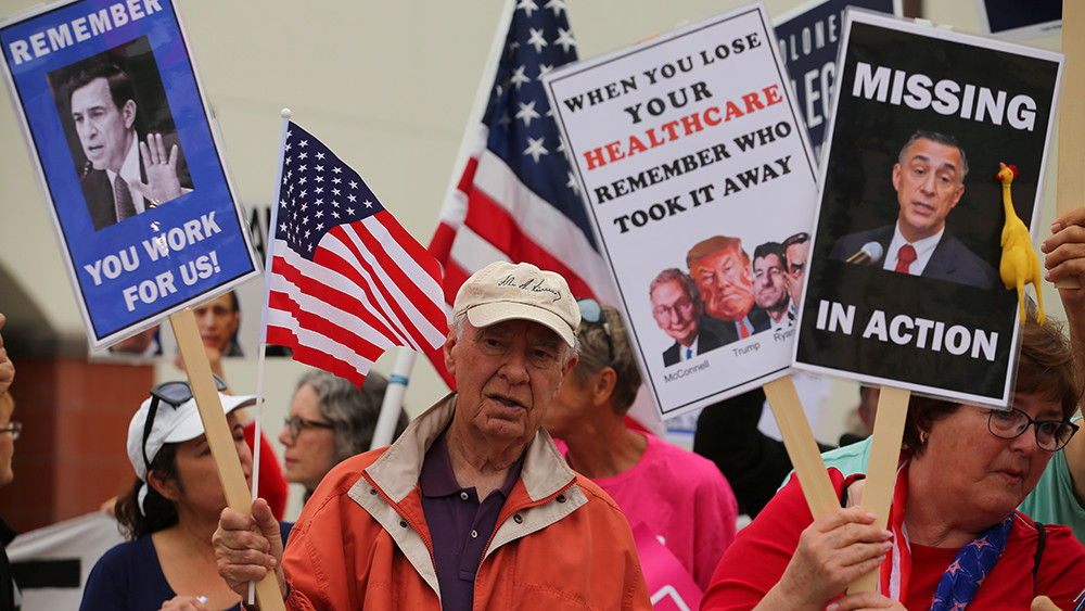 Хуже только при Обаме: четверть американцев считают правительство самой большой проблемой США