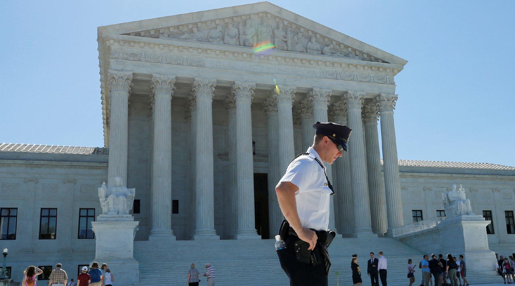 Верховный суд США частично отменил блокировку иммиграционного указа Трампа»