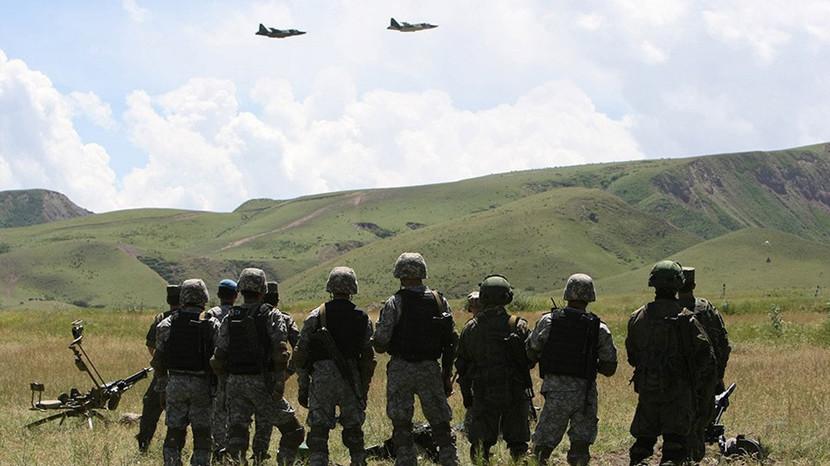 Рокировка Атамбаева: зачем главе Киргизии российская военная база на границе с Таджикистаном