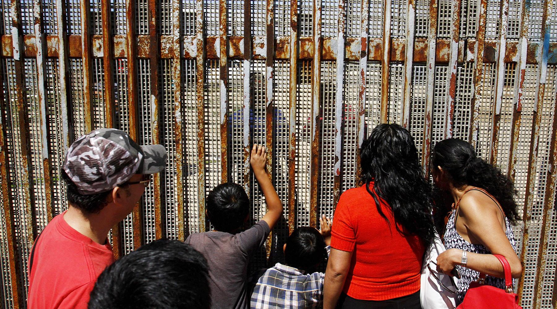 В сенате США просят комитет по ассигнованиям не выделять деньги на строительство стены с Мексикой