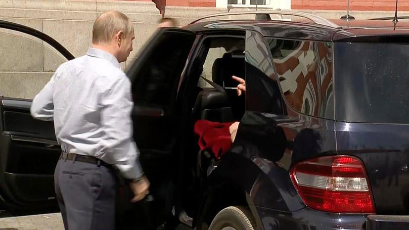 Таинственный спутник: как СМИ гадали, кто был с Путиным в автомобиле во время поездки на Валаам