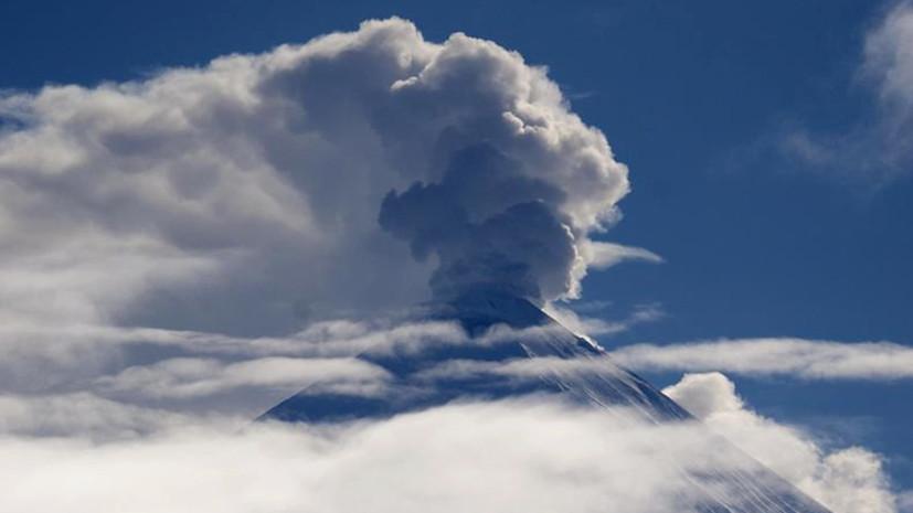 На камчатском вулкане Ключевском произошёл выброс шестикилометрового столба пепла