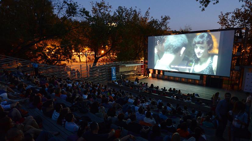Кино без границ: как совместить просмотр фильма с прогулкой на свежем воздухе