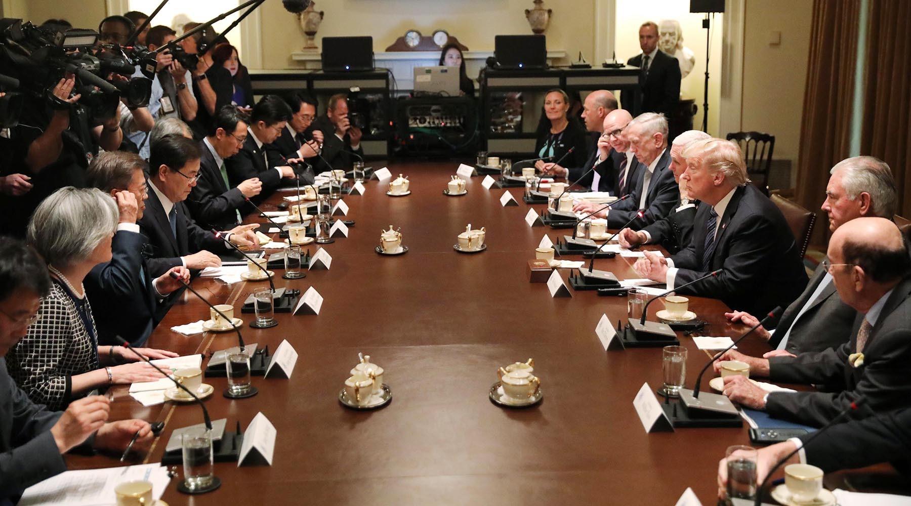 Диалог с пристрастием: Трамп добился важных уступок от президента Южной Кореи