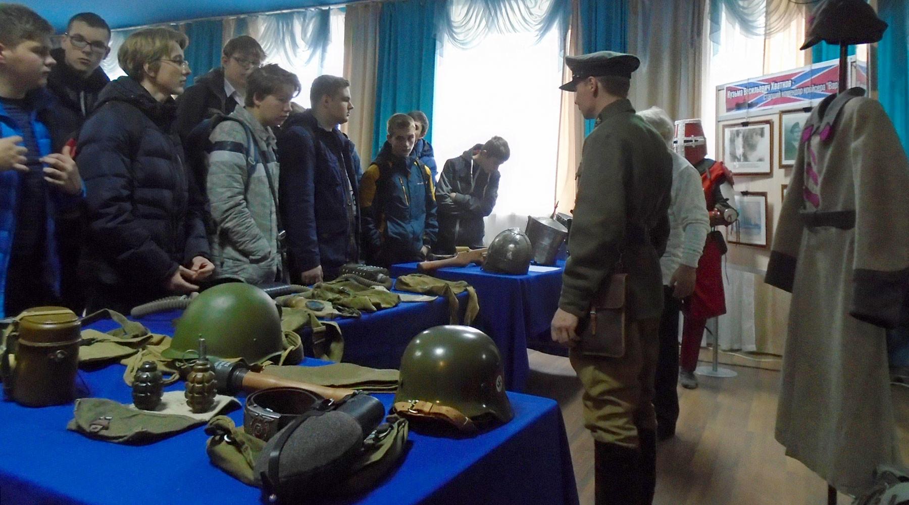 Песни, сабли, два ствола: во Владимире историков-любителей обвинили в незаконном обороте оружия
