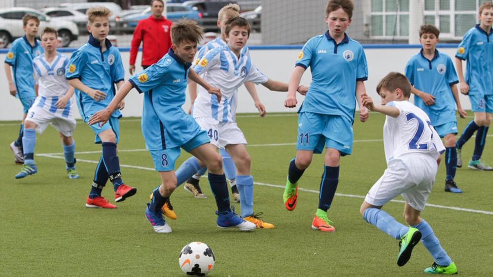 Футбол против боулинга: названы самые популярные виды спорта у российских детей