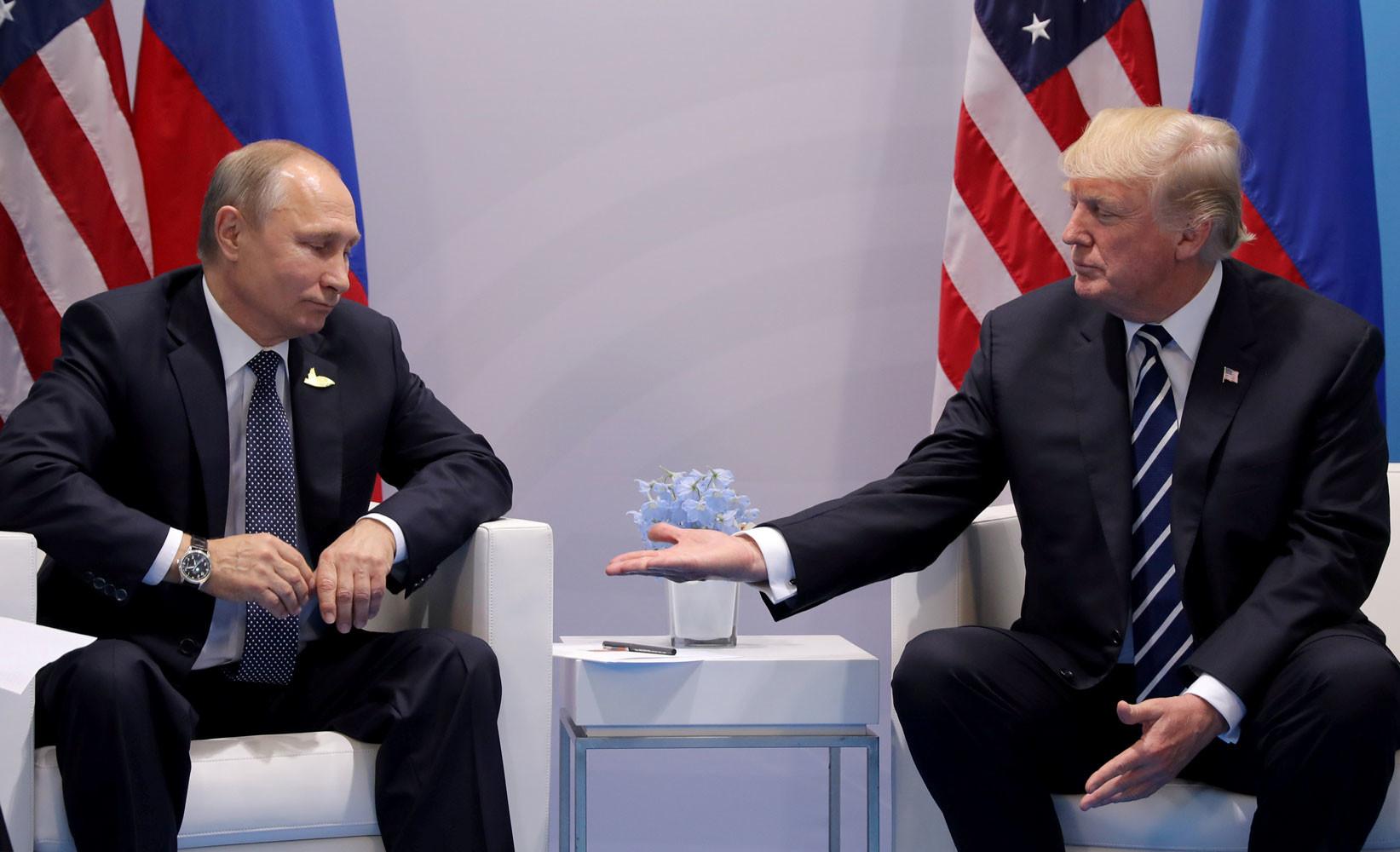 В нарушение норм безопасности: американские СМИ узнали о «тайной» встрече Трампа и Путина