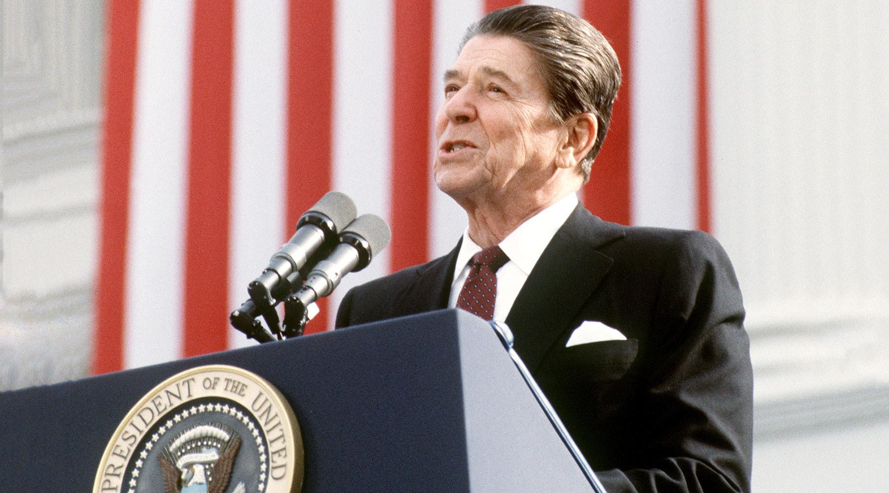 американцы хотят вернуться к политическому курсу Рейгана »