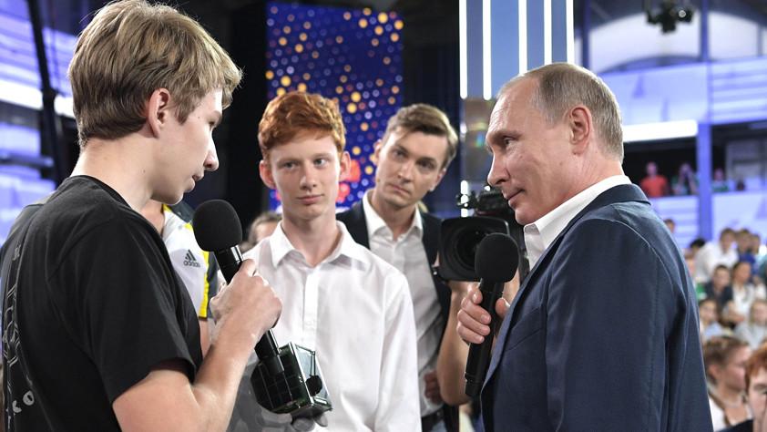 Развал СССР, изменение Конституции и другие недетские вопросы: о чём говорил Путин с воспитанниками «Сириуса»