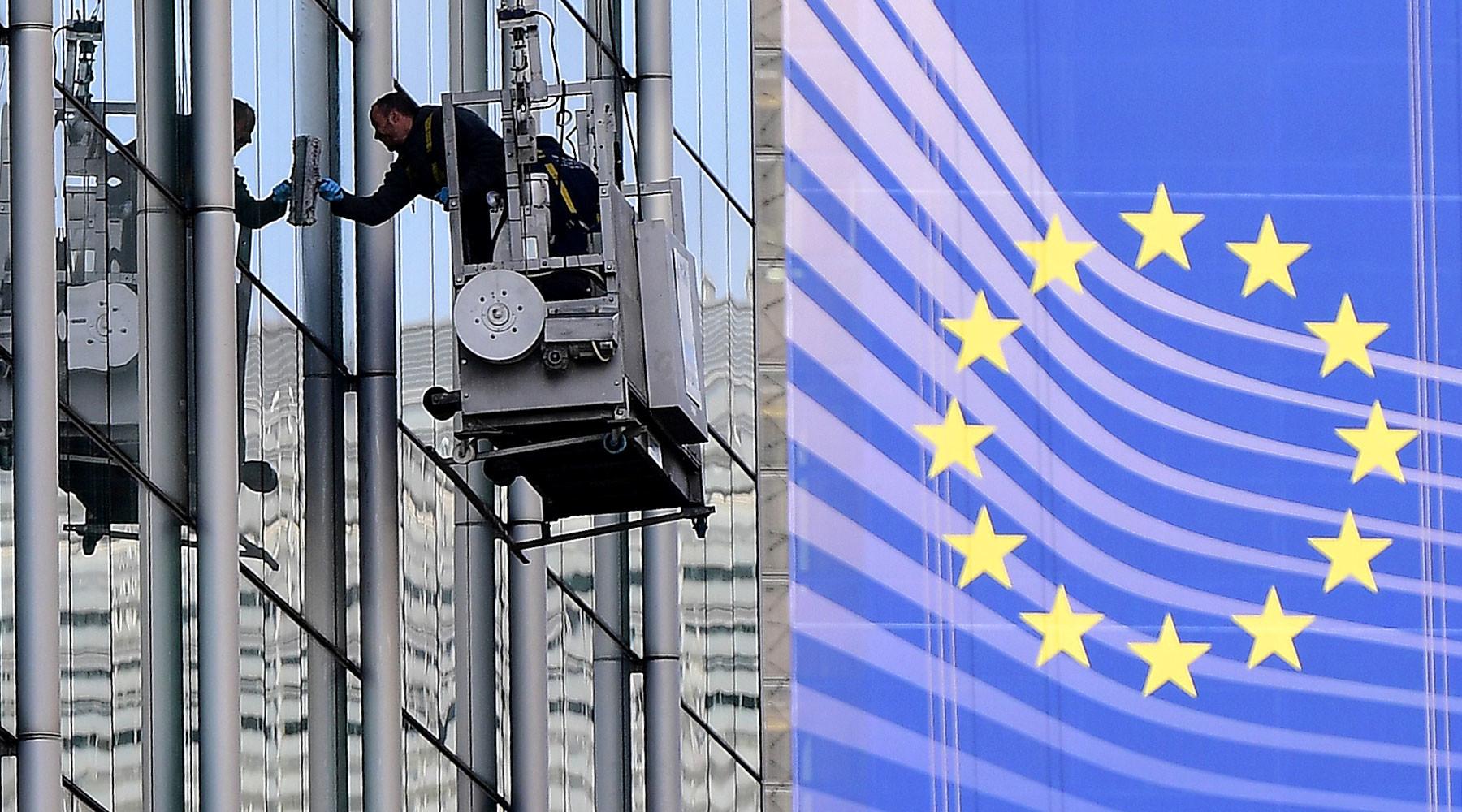 Евросоюз вводит санкции против Варшавы »