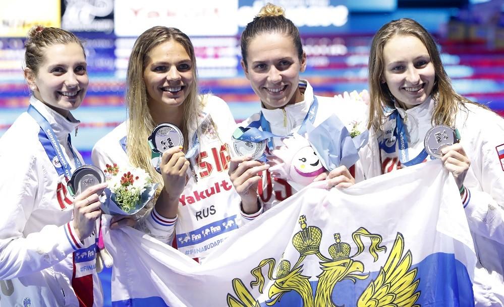 Медальные эстафеты и полный комплект Ефимовой: россияне завоевали три награды в последний день ЧМ по водным видам спорта