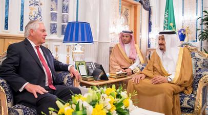 Король Саудовской Аравии Салман ибн Абдул-Азиз Аль Сауд встречается с государственным секретарем США Рексом Тиллерсоном в Джидде