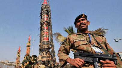 Период полуразлада: к чему приведёт попытка смены режима в обладающем ядерным оружием Пакистане