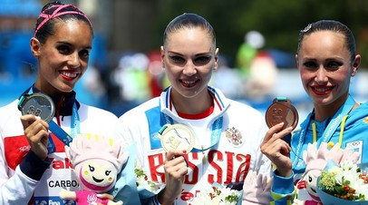 Россиянка Светлана Колесниченко (в центре), испанка Она Карбонель (слева) и украинка Анна Волошина