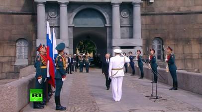 «У моряка нет трудного или лёгкого пути — есть только славный»: Путин принял парад ВМФ в Петербурге