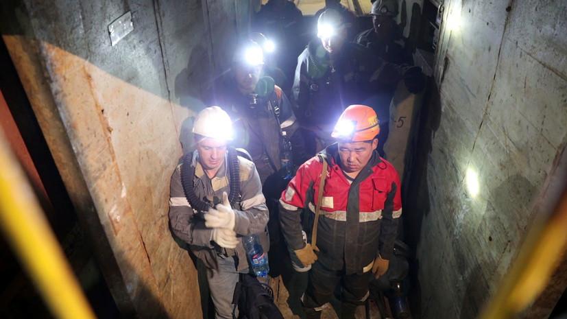 на поверхность подняли горняка, сутки находившегося в затопленной шахте «Мир»»