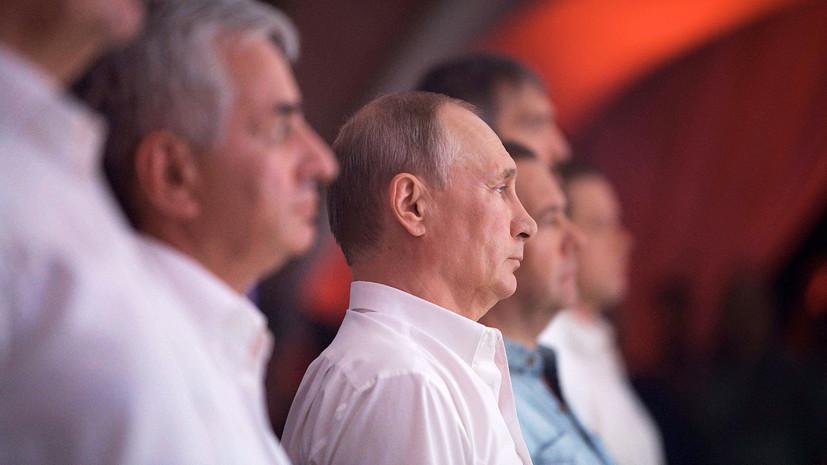 Путин присутствует на международном турнире по боевому самбо в Сочи»