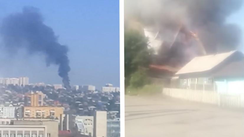 В Красноярске из горящего дома престарелых эвакуируют людей