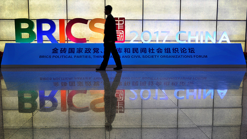 «Мы обсуждаем с Китаем сделку на 3 млрд юаней»: первый зампред ВЭБа Цехомский о новых проектах стран БРИКС