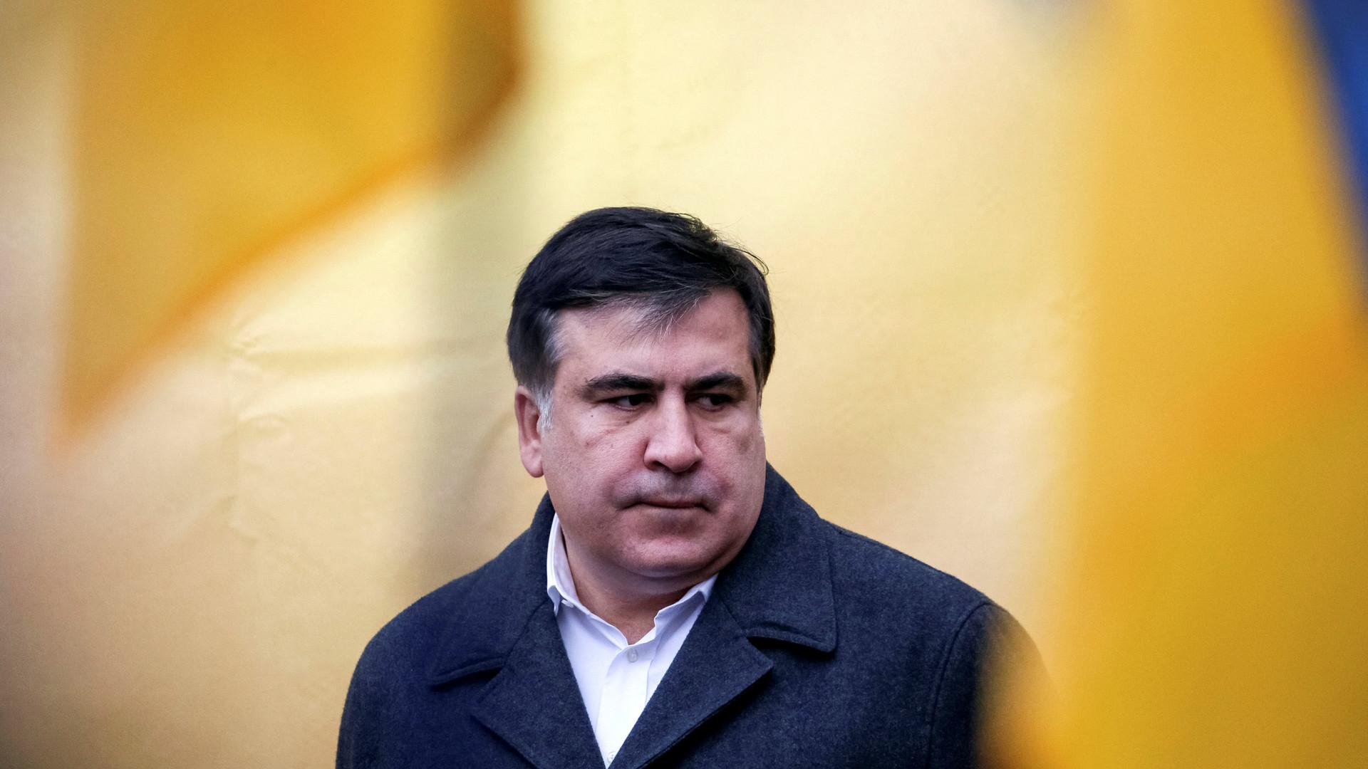 Штатный режим: лишившийся украинского гражданства Саакашвили не может выехать из США