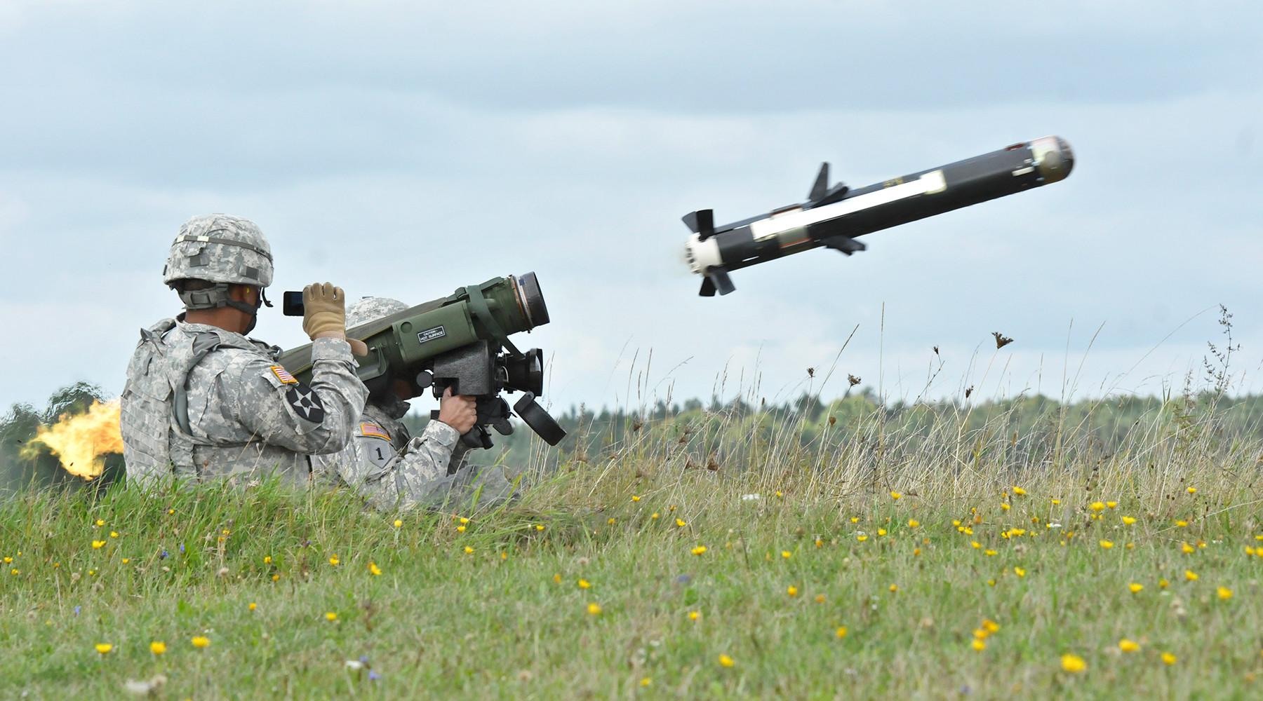 «Формула возобновления войны»: Пентагон намерен поставить Украине противотанковые комплексы Javelin