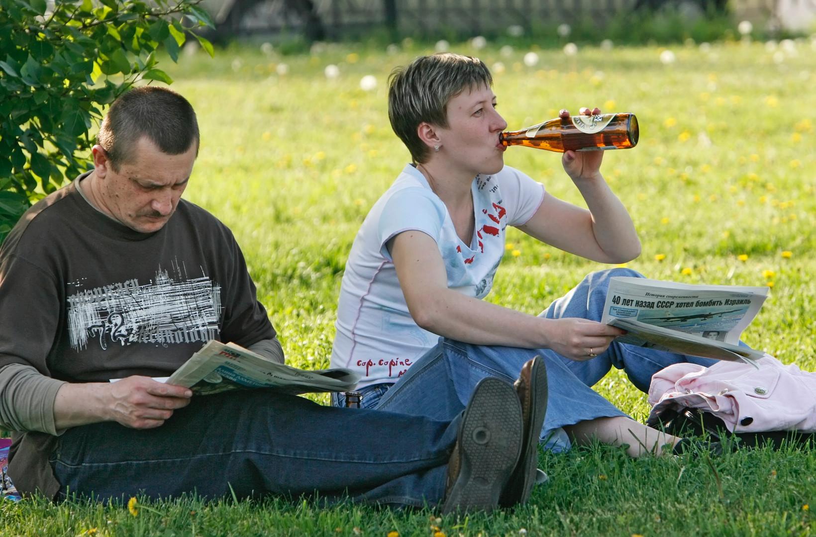 Трезвые скамейки: россиян стали реже штрафовать за распитие алкоголя в неположенных местах