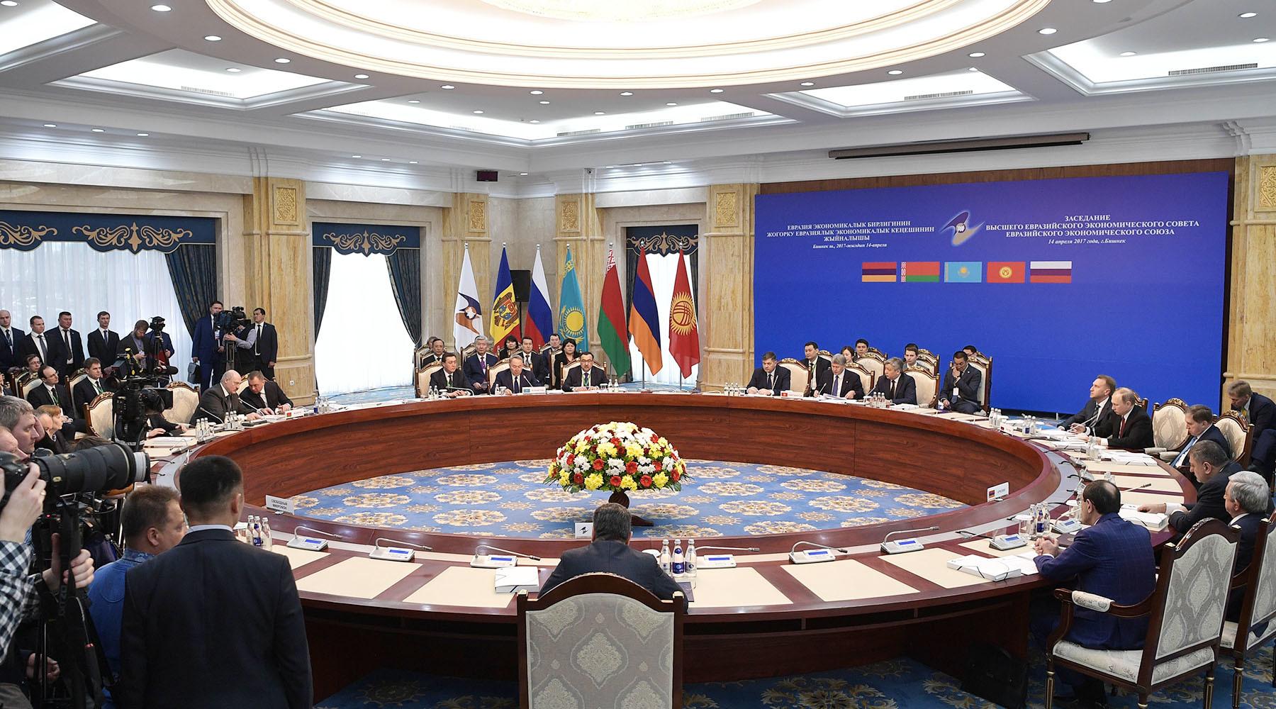 Сломанные ограничения: почему западные санкции не могут остановить рост экономик России и Белоруссии