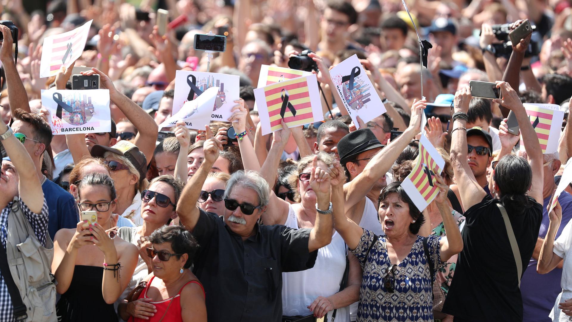 «Европа должна проснуться»: мир скорбит по жертвам терактов в Каталонии