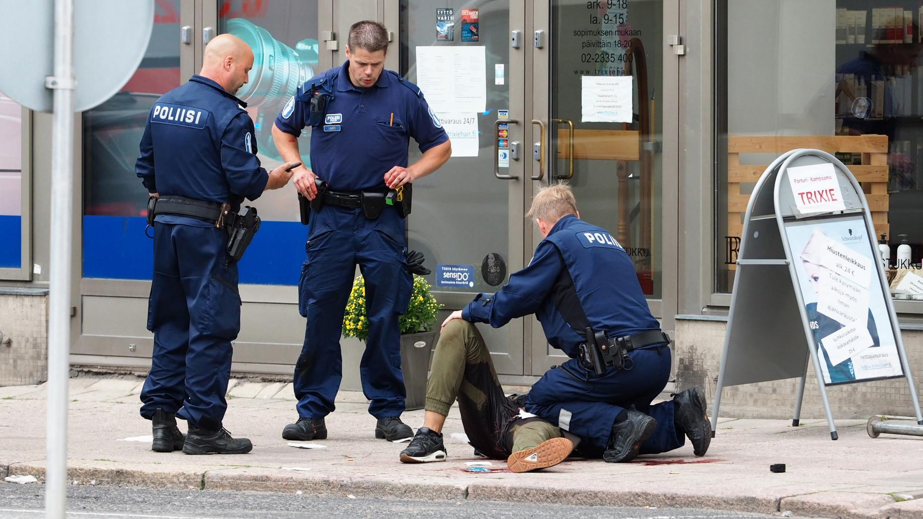 «Мотивы неясны»: два человека погибли при нападении неизвестного с ножом в Финляндии