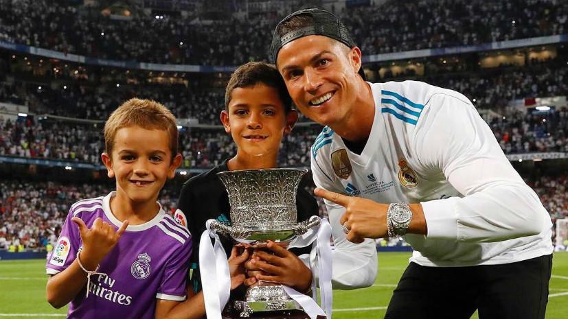 Проклятие Роналду, очередная молодость Марадоны и троллинг Карякина: необычные события недели в спорте