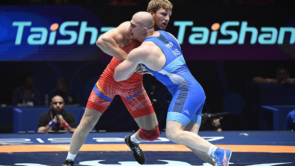 Начало положено: российские борцы завоевали две серебряные медали в первый день ЧМ