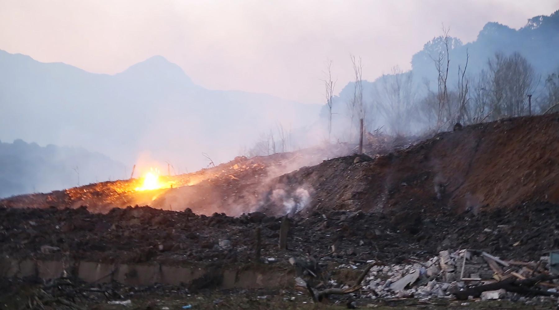 На оружейном складе в Азербайджане продолжают греметь взрывы