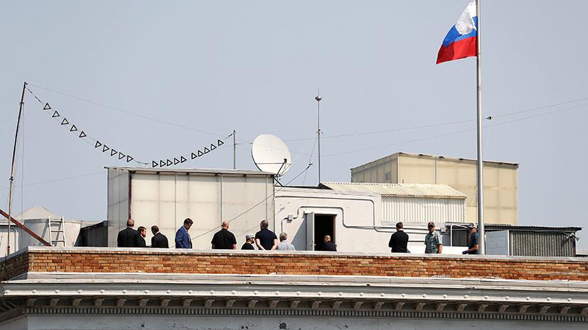 «Ищут Путина, хакеров и тапочки Трампа»: как отреагировали на обыск российских дипмиссий в США