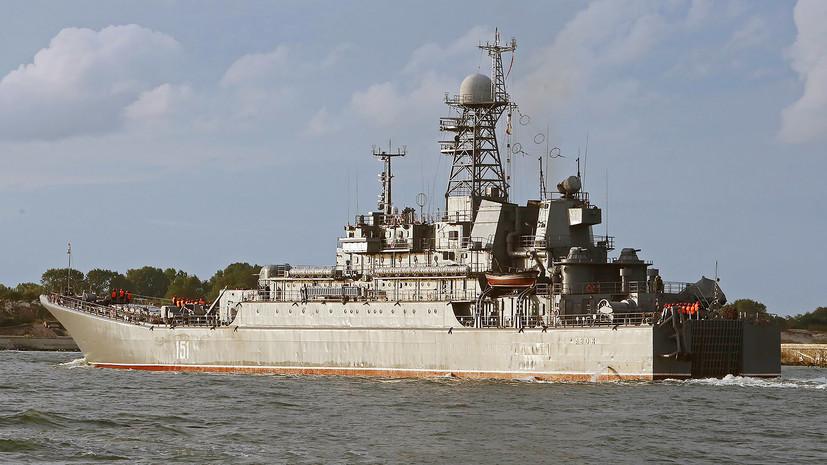 Боевой корабль ВМФ России впервые прошёл под аркой Крымского моста